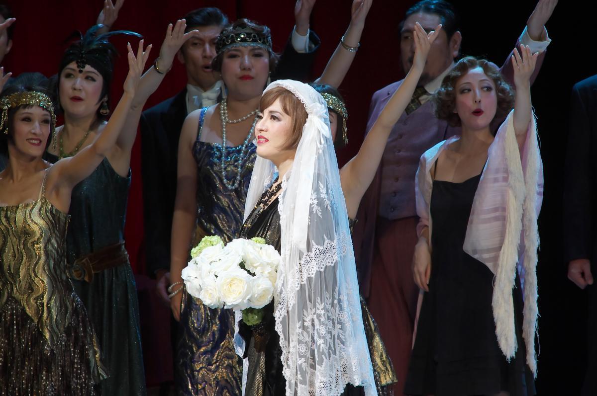 【公演レポート】 東京二期会オペラ劇場《チャールダーシュの女王》