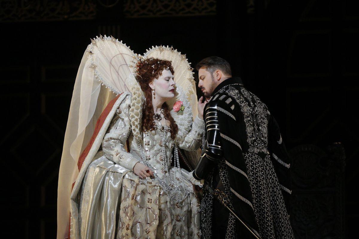 《ロベルト・デヴェリュー》 (C)Ken Howard/Metropolitan Opera