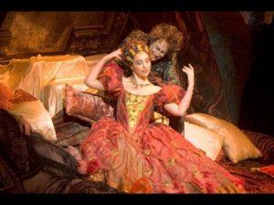 """ときに憧れを映す鏡。あるいは過酷な船旅を描き出す具象的な海。合唱とともにオペラの""""世界""""を創り出す大量のLED———METライブビューイング《遥かなる愛》"""