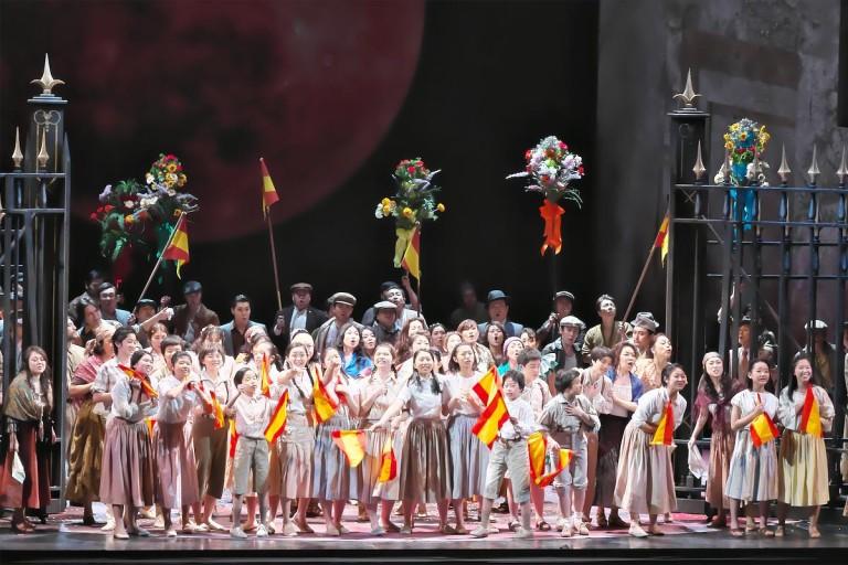 運命の赤い月。大人気のマエストロ 山田和樹が初めてのオペラを指揮―――藤原歌劇団公演《カルメン》へのViva Operaツアー