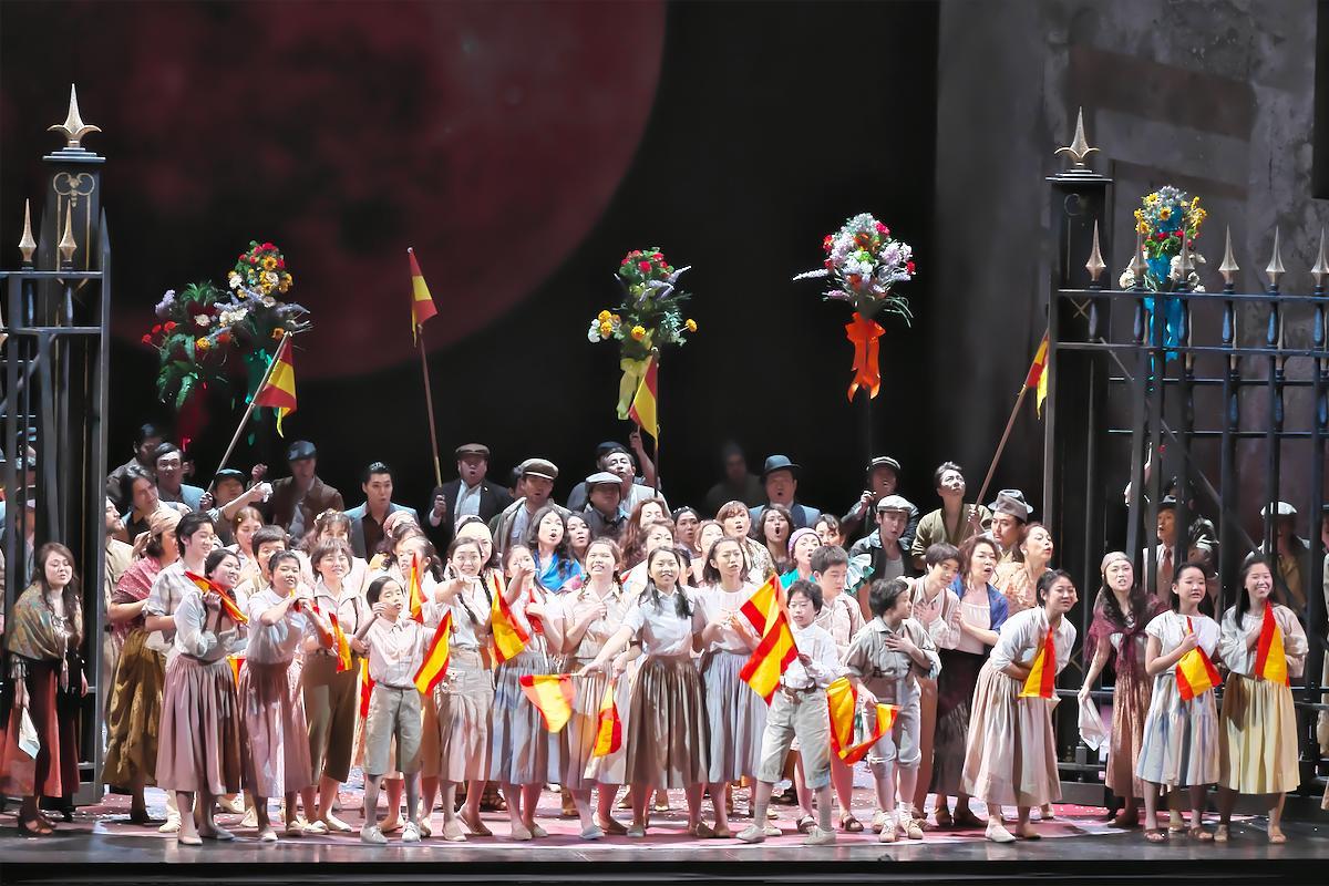 運命の赤い月。大人気のマエストロ 山田和樹が、初のオペラに挑む―――藤原歌劇団公演《カルメン》へのViva Operaツアー