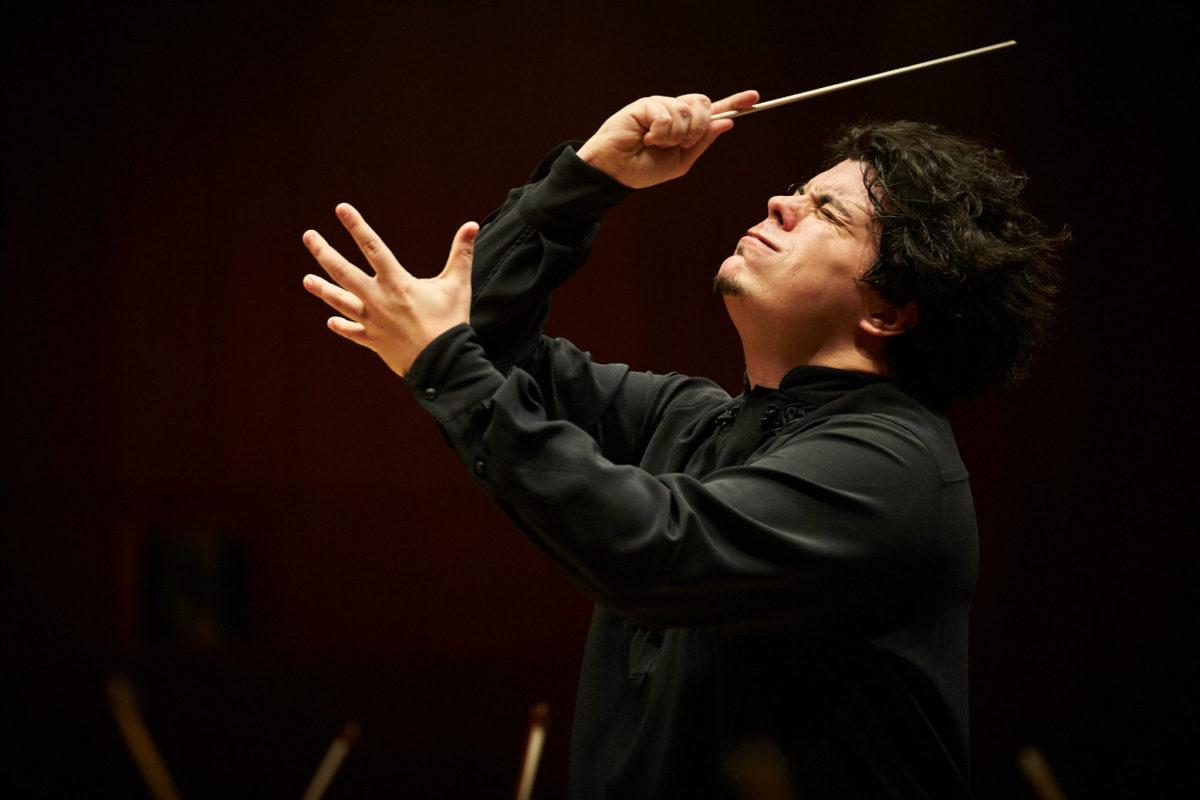 首席指揮者アンドレア・バッティストーニのトークを交えた演奏会。東京フィル2016-17シーズンの締めくくり「平日午後のコンサート」